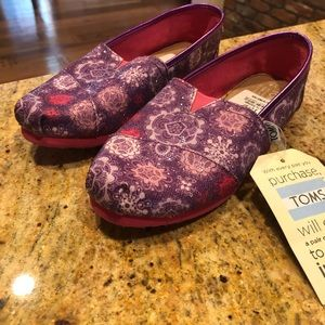 Girls size 4 TOMS shoes